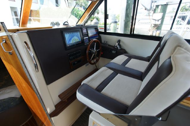 Cutwater 30 Sport Top image