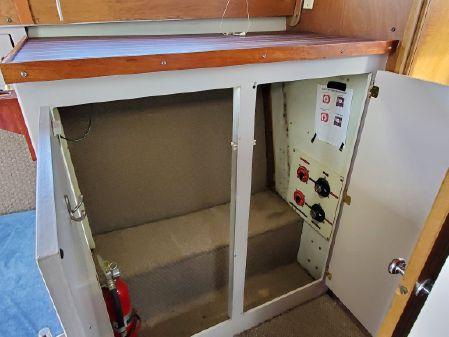 Tollycraft Tri Cabin image