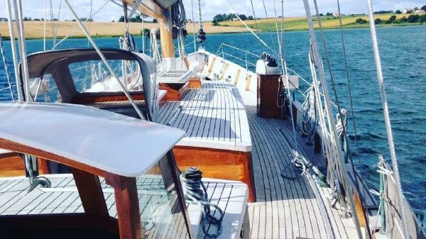 SailTime Ketch Yacht 51
