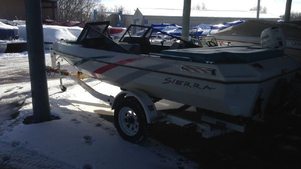 Northern Woods SIERRA 17 FT FAMILY BOWRIDER IMG_2343.JPG