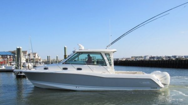Boston Whaler 345 Conquest Pilot House
