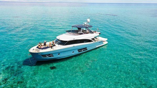 Greenline 68 Motor Yacht