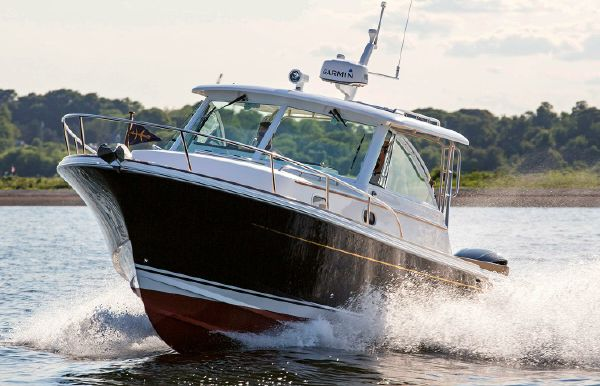 2017 Hunt Yachts Surfhunter 32