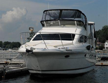 Cruisers Yachts 395 Express Motoryacht image