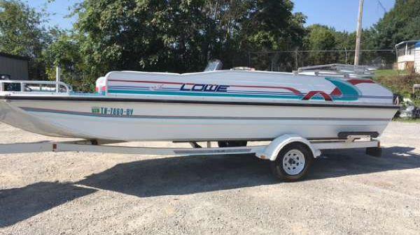 Lowe 2220 Deck Boat