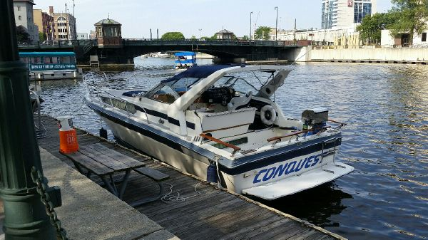 Bayliner 3250 Conquest Sunbridge