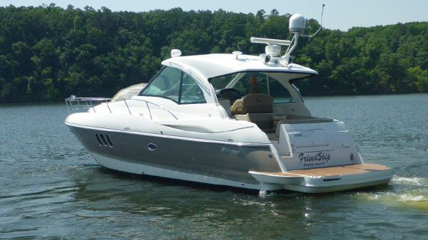 Cruisers Yachts 420 Sports Coupe