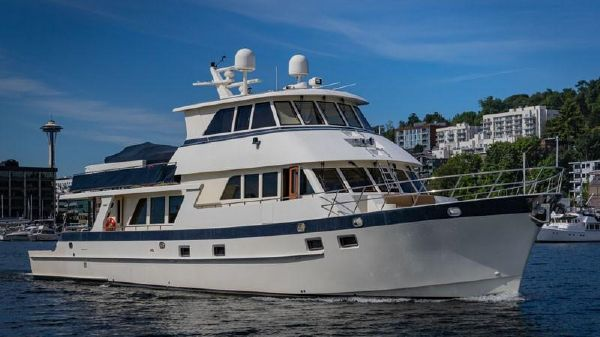 Alaskan Custom Skylounge Pilothouse