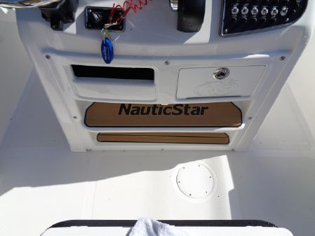 NauticStar 2302 image