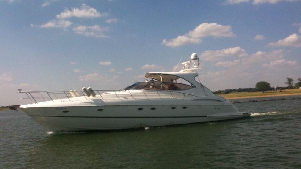 Cruisers Yachts 5370 Express