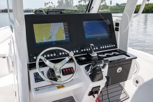 Everglades 295 Center Console image
