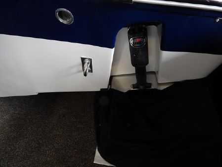 Robalo R247 Dual Console image
