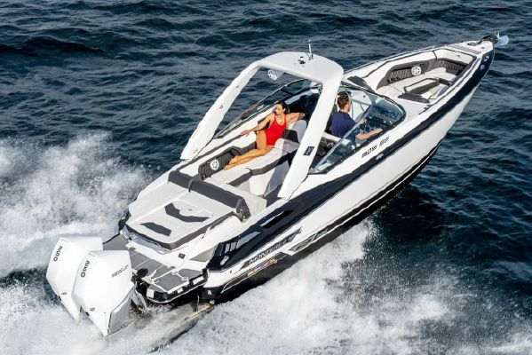 Monterey 305 Sport Yacht - main image