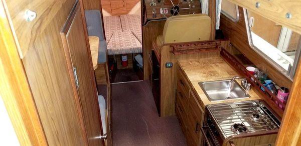 Tollycraft 26 Flybridge Sedan image