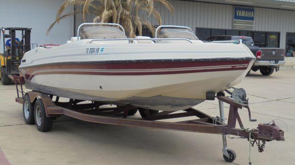 Galaxie 2200 Ultra Deck Boat