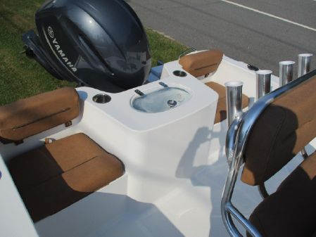 Sea Hunt 210 Triton image