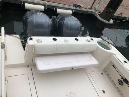 Robalo R305 Walkaround image