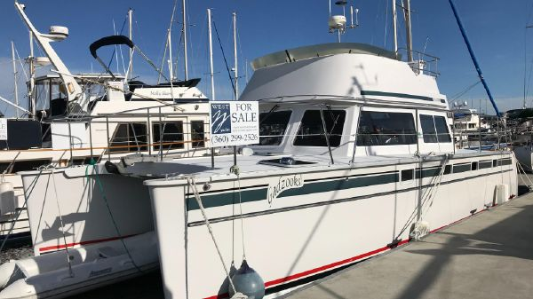PDQ MV34 Power Catamaran