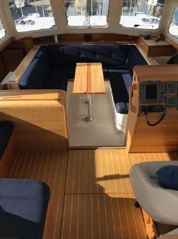 PDQ MV34 Power Catamaran image
