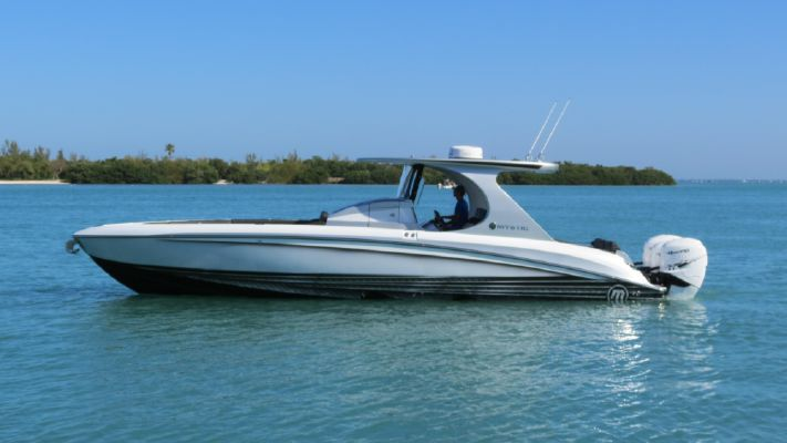 Mystic Powerboats M3800 - main image