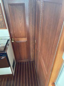 Mainship 34 image