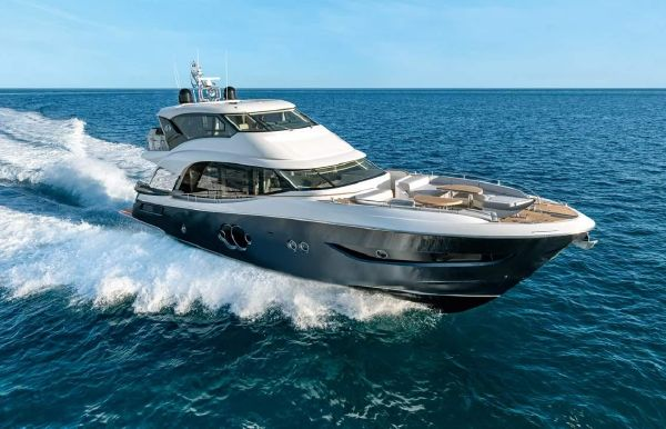 2021 Monte Carlo Yachts MCY 76 Skylounge