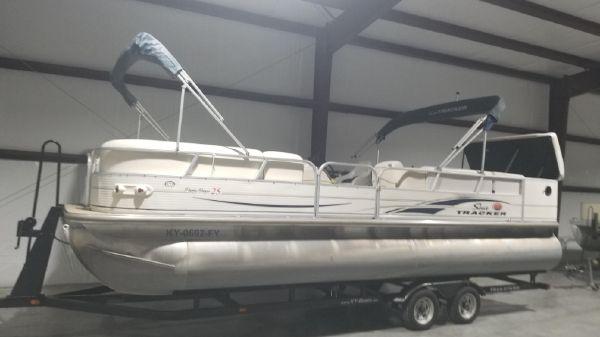 Sun Tracker 25 Parti Barge