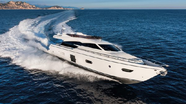 Ferretti Yachts 750