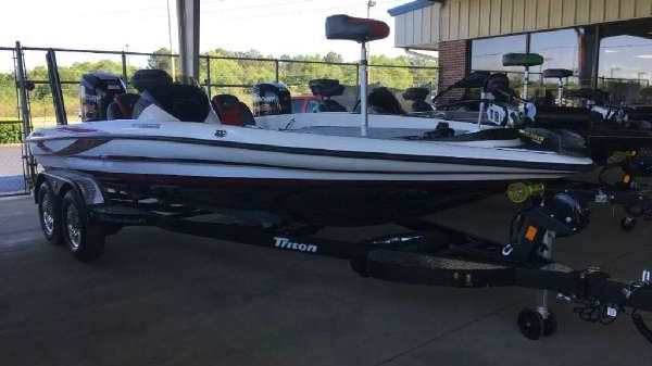 TRITON BOATS 20 TRX Patriot