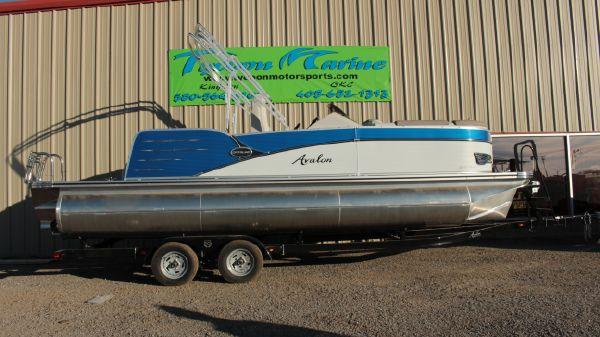 Avalon Catalina 2385 Rear J Lounge