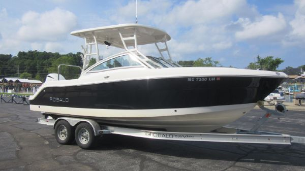 2018 Robalo R247 Dual Console For Sale at Pier 33