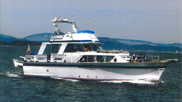 Chris-Craft Constellation Flushdeck Motoryacht Underway!
