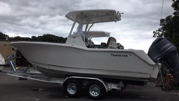 Tidewater 232 Center Console
