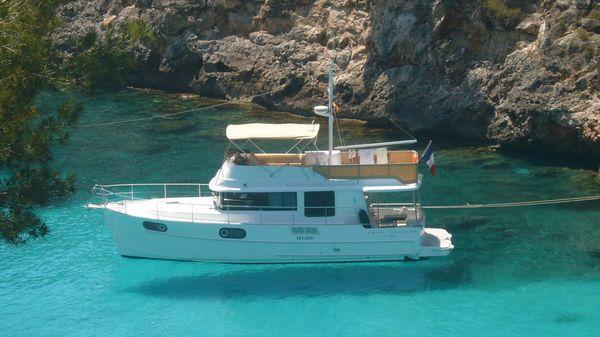 Beneteau Swift Trawler 44 Beneteau Swift Trawler 44 - At anchor