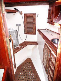Islander Freeport 36 image
