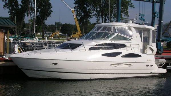 Cruisers Yachts 455 Express Motor Yacht