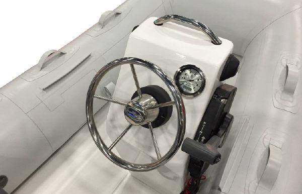 2017 Walker Bay 310 SLRX Console