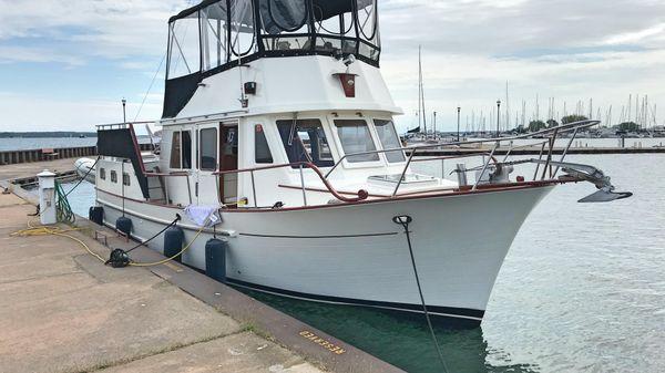 CHB 34 Motor Yacht