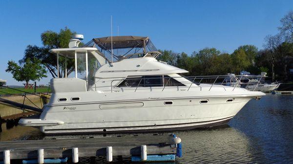 Cruisers 3750 Aft Cabin Motor Yacht