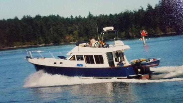 Mikelson Sedan Cruiser 42' Mikelson Sedan
