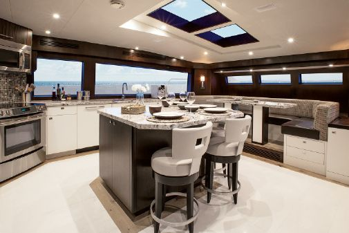 Hatteras 105 Raised Pilothouse image