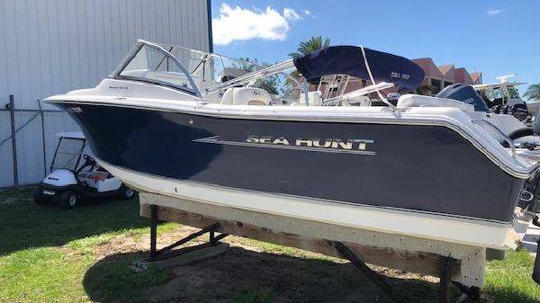 Sea Hunt 211 ESCAPE