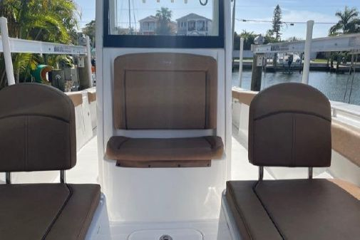 Sea Hunt Gamefish 27 Forward Seating image