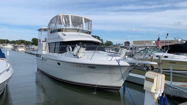 Carver 390 Aft Cabin Motor Yacht