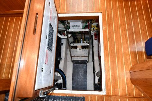 Sabre 36 Sedan image