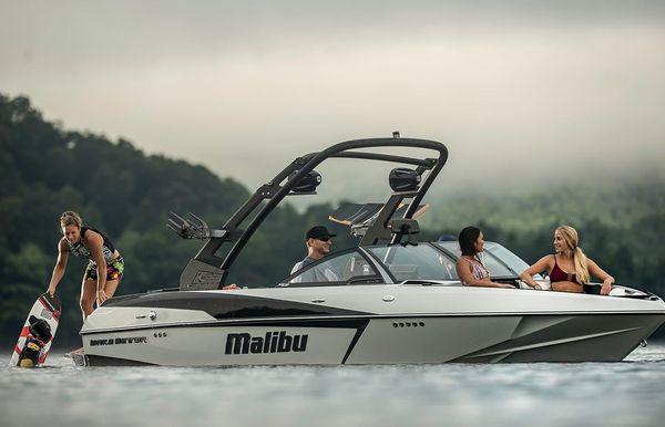 2017 Malibu Wakesetter 20 VTX