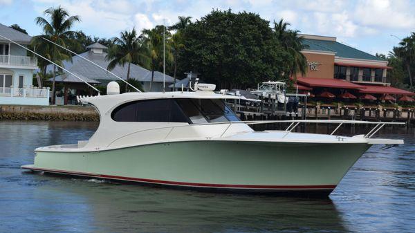 Luhrs Sport Yacht