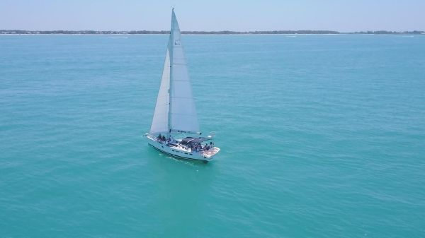Hunter 40.5 Legend Beautiful boat on the water