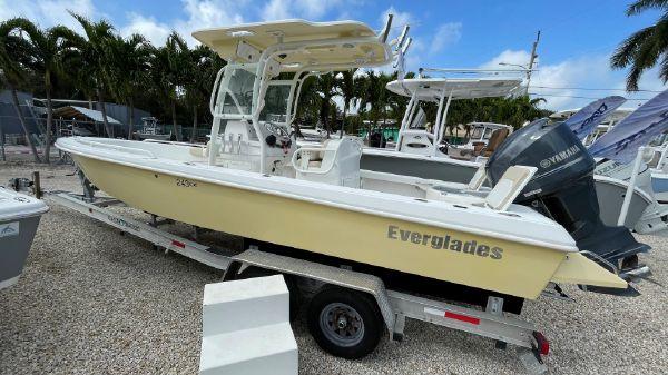 Everglades 243 Center Console