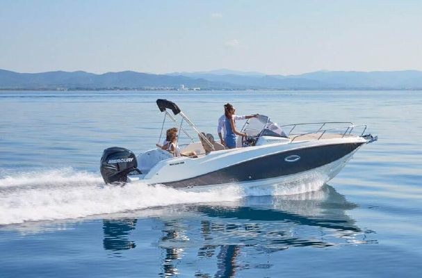 Quicksilver Activ 675 Sundeck - main image
